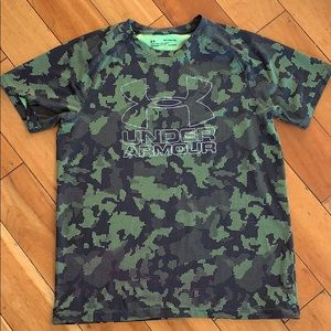 Boys under armor loose fit T-shirt YXL